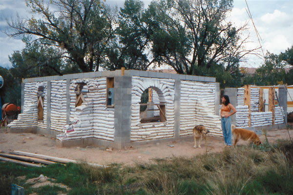 Earthbag House @MotherEarthNews.com