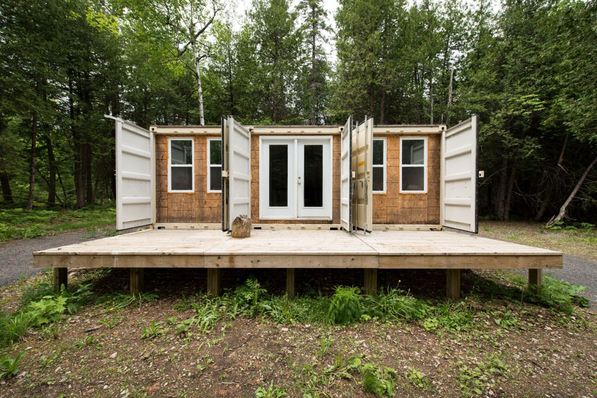 Off grid shipping container home built for 20000 the interior is stunning change the code - Off the grid shipping container homes ...