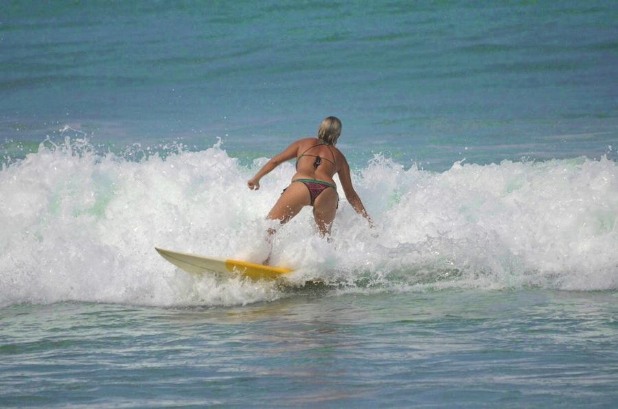 heidi_desi_bikini_surf_nicaragua